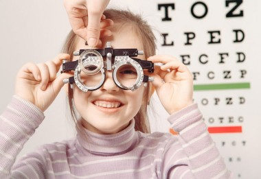 Kako ubediti dete da nosi naočare