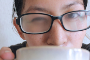 Zamagljene naočare za vid zbog vrućeg čaja
