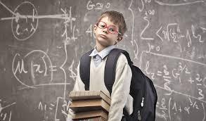 Dete sa dioptrijskim naočarima