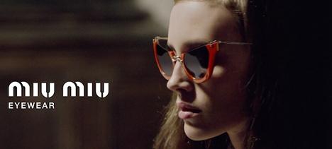 Miu Miu ženske sunčane naočare sa crvenim okvirom